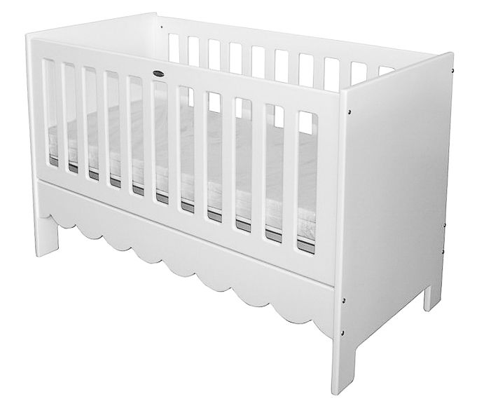 Classic Anglaise cot - pretty for a baby girl