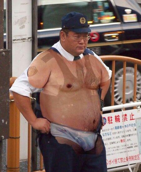 本当に可愛いメガネ中年警察官の乳首とお腹とチンポと全て触りたいなぁ~