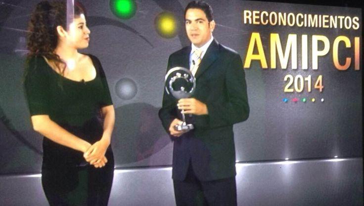 """Felicitamos al equipo que participó en el proyecto de nuestro cliente Ópticas Lux, por el premio """"Reconocimientos AMIPCI 2014""""en la categoría de Servicios Profesionales."""