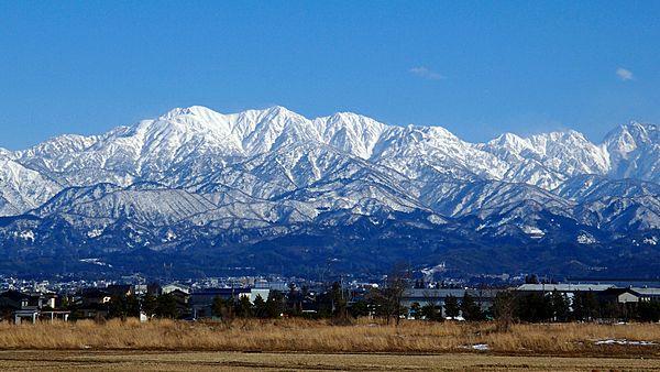 冬を迎える富山市