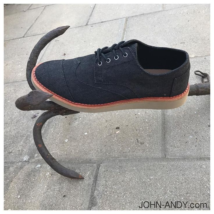 #johnandy #ancor #mensfashion #toms #shoes #oxfordshoes #brogue #blackdenim #saleprice #2109703888  https://www.john-andy.com/gr/menclothing/shoes/laced-shoes/toms-brogues.html