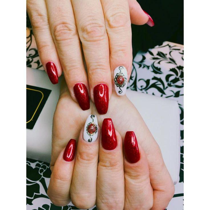 #manicure #jolanta_valenti_frisor #jolantavalentinfrisor #red #nailpolish #molde
