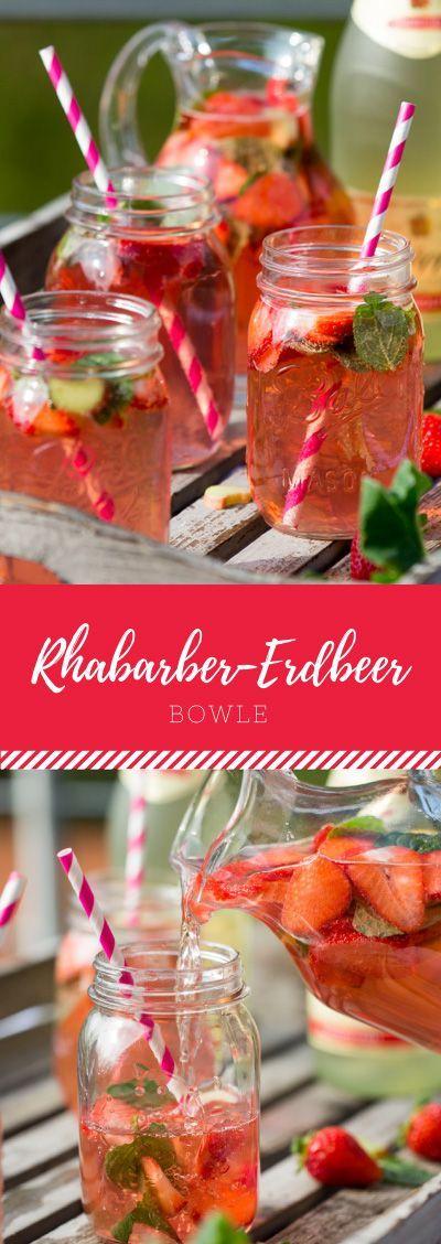 Der Sommer naht und wir können das erste kalte Getränken draußen im Garten, auf dem Balkon oder im Park genießen. Für den Frühling eignet sich besonders gut Rhabarber-Erdbeer-Bowle. So fruchtig lecker und einfach zu machen mit diesem Rezept!