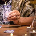 Le pendule divinatoire vous aide à avoir des réponses aux interrogations les plus intimes ou à communiquer avec les esprits.