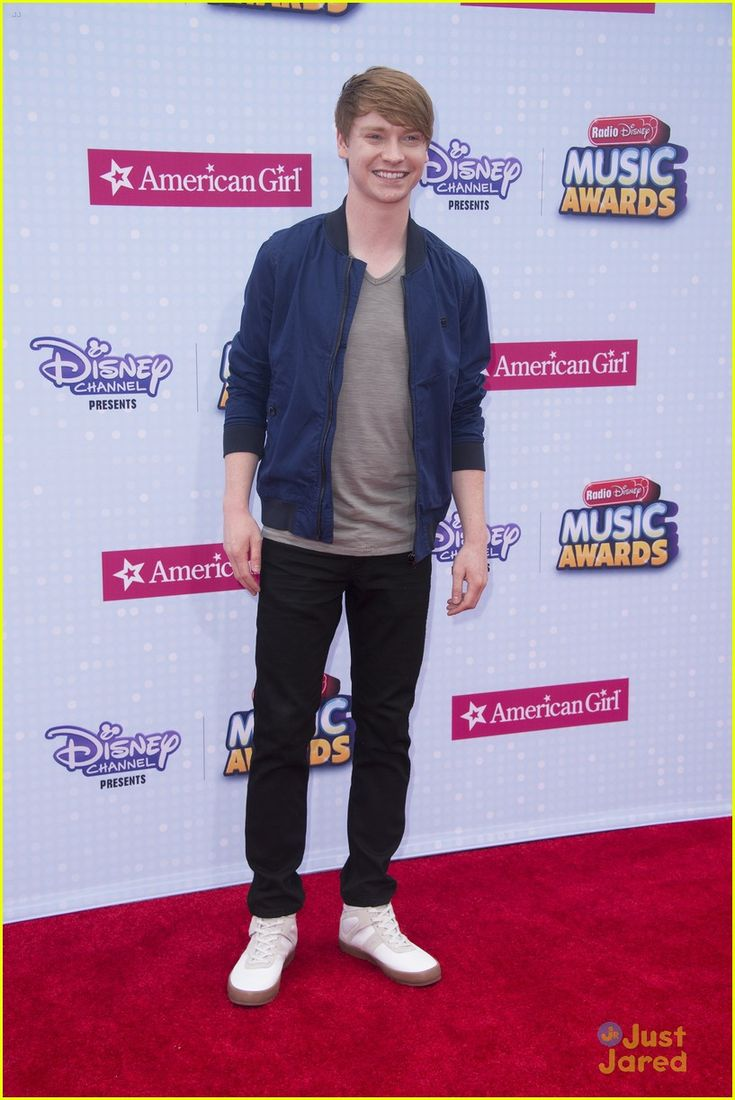 Calum Worthy at the Radio Disney Music Awards 2015