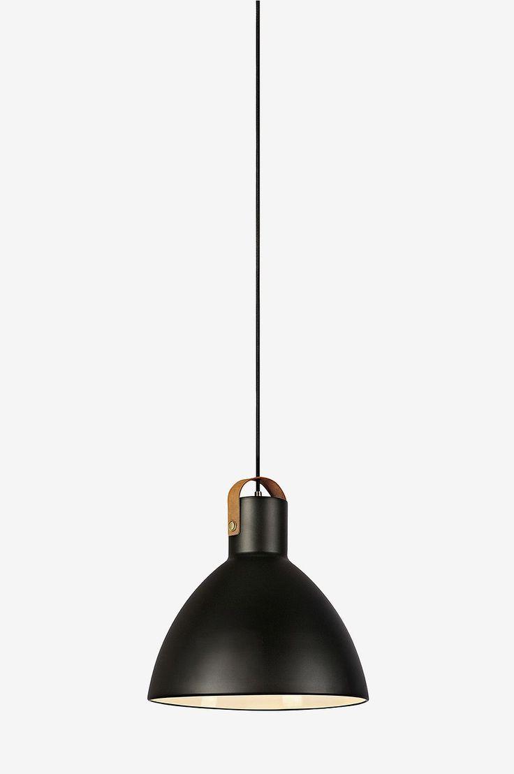 Markslöjd Eagle -kattovalaisin. 1,5 metrin pituinen johto ja kattokuppi. E27-lampunkanta. Pituus 22 cm, leveys 22 cm, korkeus 21 cm. Lamppu ei mukana.