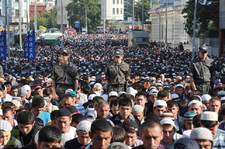 Muslim Rusia kekurangan Masjid hingga sholat di jalan-jalan