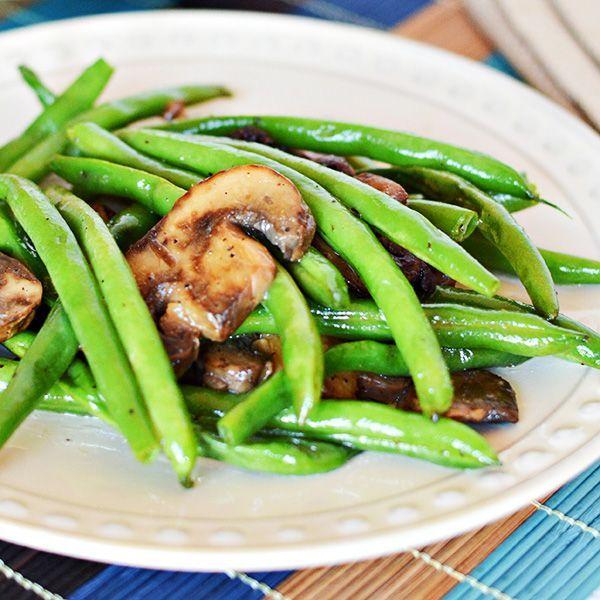 Easy Green Beans with Mushrooms Recipe via @HomeCookMemory