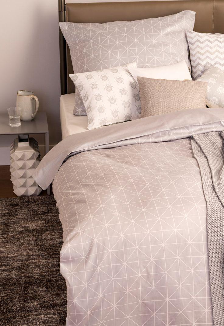 Schlafzimmer in dezent Grau: Bettwäsche-Set aus Baumwolle mit geometrischem Muster