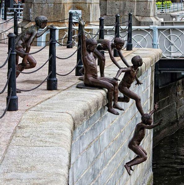 Movement in sculpture.  Singapore - sculptures around Boat Quay