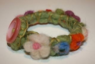 IspirAzionI magazine - felt flower bracelet