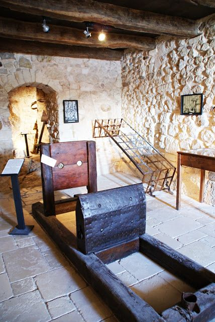 Visiting the torture museum in Peschici   Let's get lost!