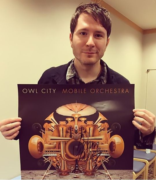 Not too crazy about the new album, but this is such a sweet pic anyways. :)