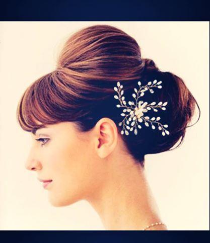 Acconciature per sposa matrimonio primaverile http://www.nozzemeravigliose.it/matrimonio/visagista-makeup-artist-hair-stylist/caserta/rossi-hair-salon/372