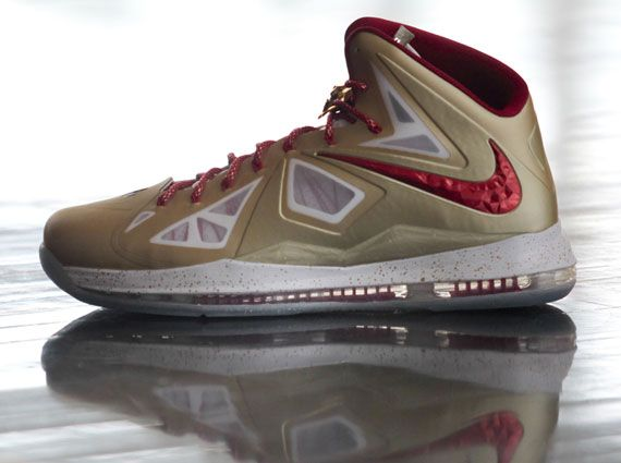 Nike LeBron X - Gold