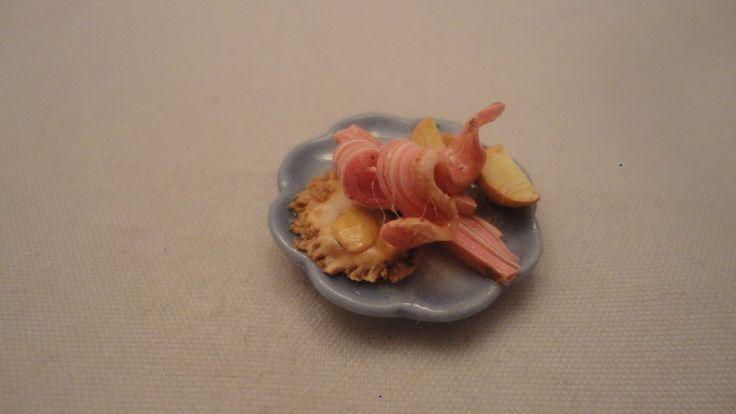 Bacon stekt ägg och potatis skala 1:12 Dockskåp