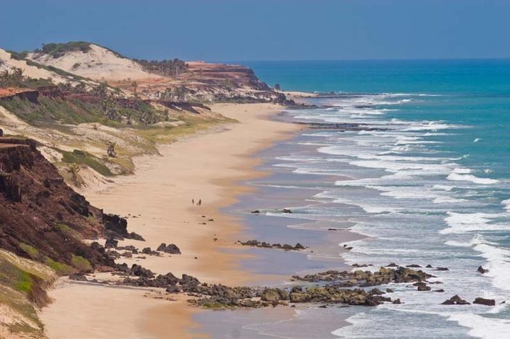 Questa spiaggia potrebbe essere vostra, durante l'avventuroso viaggio in Brasile dei #NomadiModerni.. Pipa   Natal   Brasil