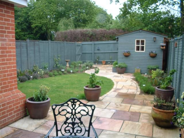 Maintenance free garden ideas low maintenance town garden for Small garden layout