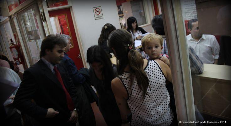 Firma del Libro de Actas. Acto Académico de Colación de Grado de la Modalidad a distancia de la Universidad Nacional de Quilmes