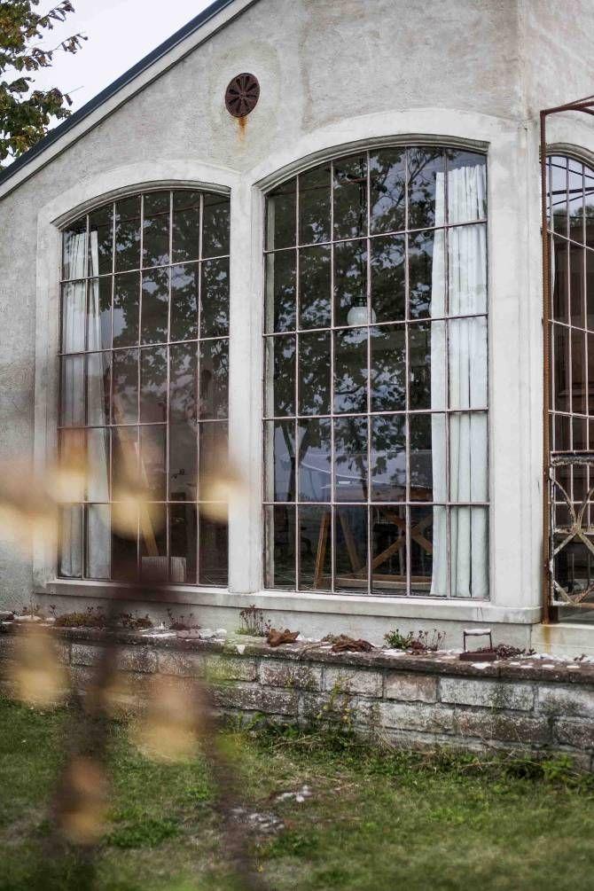 gamla fönster i ateljén i panncentralen