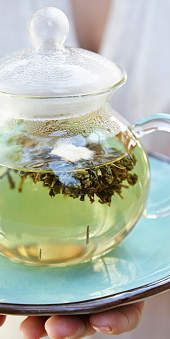 Green tea   For a slim tummy fill your plate with foods that speed up metaboli