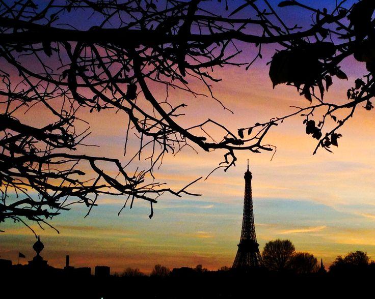Printemps - Paris, tombé du jour, couleurs, bleu, violette, la tour Eiffel, arbres, ciel merveilleux, la ville lumière, France by kpicts on Etsy