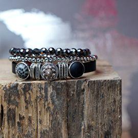 Set armbanden met Zeeuwse knop schuiver, zwart & zilver