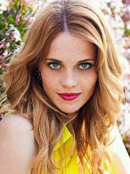 Katie LeCleric as Lily Evans