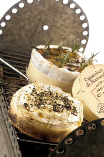 Camembert cooked in its container/ Camembert de Normandie cuit dans sa boîte