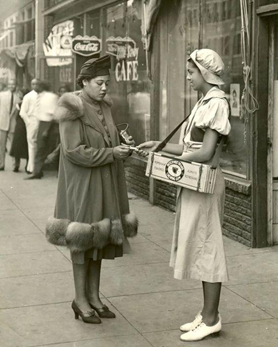 U.S. Beechnut gum girl, 1940s //  Arkell Museum vintage found photo street fashion day wear dress coat hat shoes