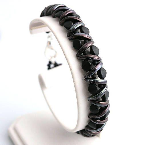 Bracelet - crescent beads, pinch beads, TOHO rocail  http://www.sashe.sk/kacenkag/detail/mesacna-noc