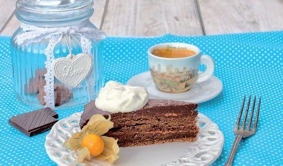 Slávna Sacherova torta má prísne strážený originálny recept, ale aj tento od Lucie Súkeníkovej je skvelý - vyskúšajte domácu sacherku.