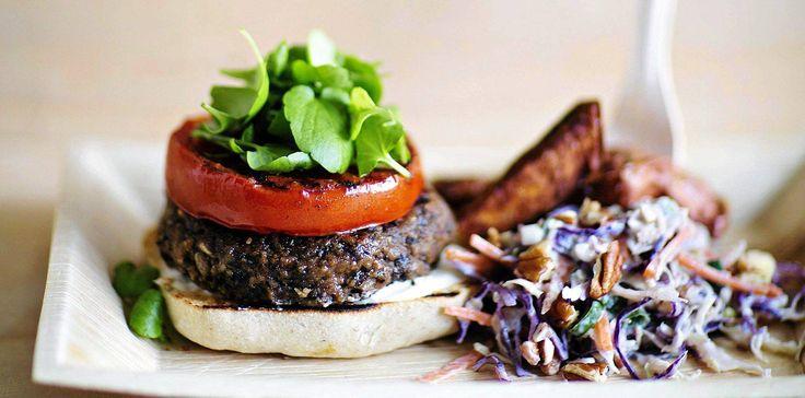Hoikaksi kasvismätöllä? Mustapapuburgerit ja vegaaninen coleslaw - Kiusauksessa - Helsingin Sanomat