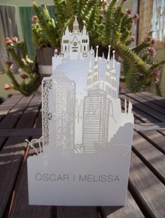 Original invitación de bodas de (e)ventus con el perfil de la ciudad de Barcelona #invitaciondebodas #weddinginvitations #tendenciasdebodas
