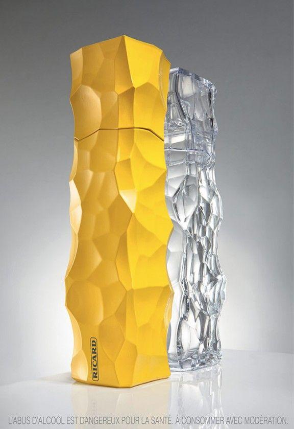 Duo de Carafes RICARD par les Architectes JAKOB+MACFARLANE Ces deux sculptures de verre à l'esthétisme brut mettent en évidence l'éloquence d'une marque qui s'exprime par la création d'objets rares, contemporains et d'avant-garde.