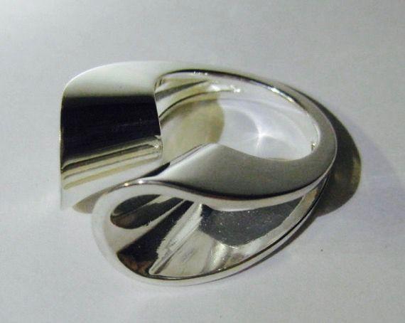 Pekka Piekäinen for Auran Kultaseppä Oy (FI), vintage minimalist sterling silver ring, 1974. #finland | finlandjewelry.com #forsale