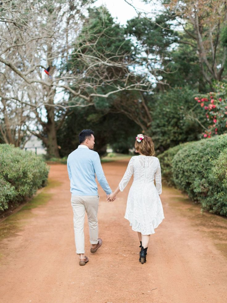 Pre wedding shoot with a backdrop of lawns, lush shrubbery, and circular rose gardens