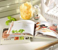 Fotoboek als kookboek  Ontwerp een kookboek met je lekkerste recepten. Plaats links foto's van de gerechten en rechts de teksten.