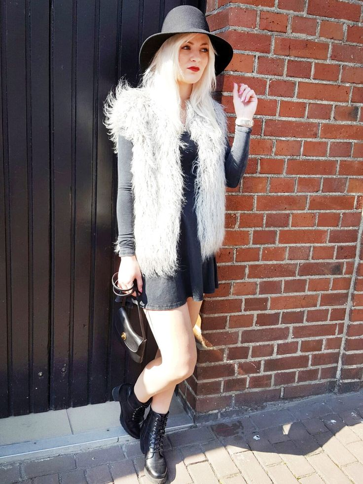 Outfit der Woche! Kunstfellweste: Gipsy – Acid Washed Jerseykleid mit überkreuzten Rückenträgern: Review – Hut: Opus – Tasche: Pieces #fashion #ootw