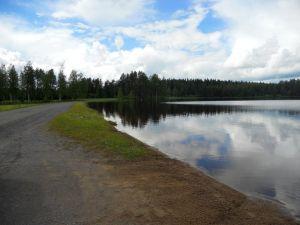 Alavudella sijaitseva Iso Liesjärvi on kuuluisa raikkaasta ja kirkkaasta vedestään. Hiekkapohjainen järvi on virkistävä kesähelteilläkin, sanotaanhan järven olevan lähdepohjainen, joka takaa virkistävän uintikokemuksen kuuminakin kesäpäivinä. Uimaranta on siisti ja matala ja ehkä siksi lapsiperheiden suosiossa. Rannan läheisessä männikössä voi istahtaa piknikille ja nauttia luonnonrauhasta.