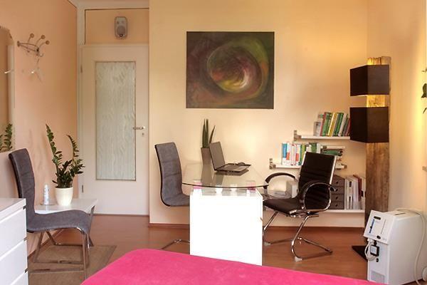 Wir schließen unsere Praxis für heute zu ... bis morgen Sprechzimmer der Physiotherapie in Dresden Südhöhe!