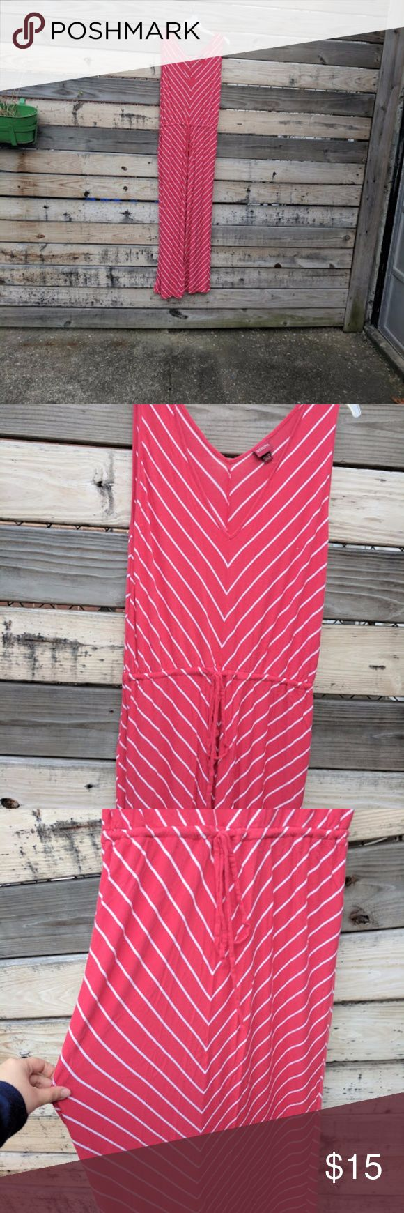 "Merona Red and White Chevron Maxi Dress Size XXL Red and white chevron tank maxi dress. The waist has a drawstring.  Measurements Bust: 44"" Waist: 34"" (as tied right now, can be made looser or tighter) Bust length: 16"" Skirt length: 40"" Merona Dresses Maxi"