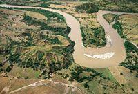 Curva del río en el Magdalena Medio, cerca de La Dorada.