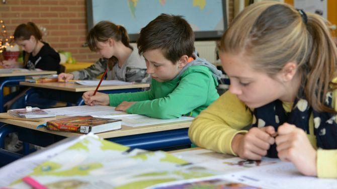 Vanaf volgend schooljaar zullen alle leerlingen op het einde van het basisonderwijs deelnemen aan een goedgekeurde toets van minstens twee leergebieden naar keuze. Vlaams minister van Onderwijs Hilde Crevits liet de bestaande toetsen wetenschappelijk onderzoeken.