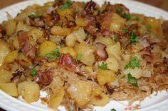 Brambory uvaříme v osolené vodě s přidáním kmínu a potom pomačkáme. Těstoviny uvaříme v osolené vodě a scedíme. Mezitím, co se vaří brambory a...