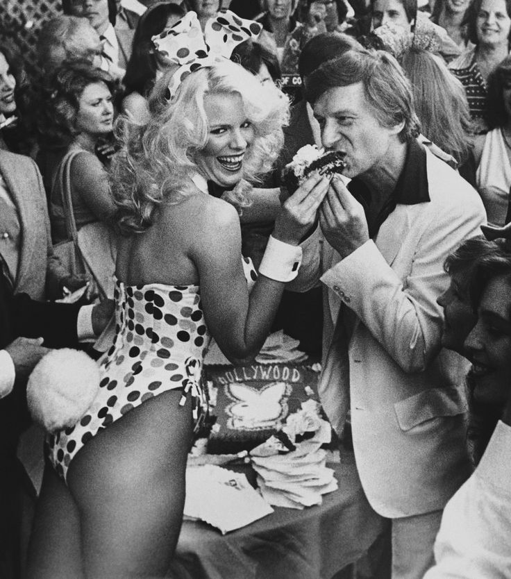 Bunny Betsy, left, feeds Hugh Hefner, right, a piece of congratulatory cake after he was awarded the 1,716th star in the Hollywood walk of fame, Wednesday, April 9, 1980, Los Angeles, Calif. Hefner, chairman of the board, Playboy Enterprises Inc. started Playboy Magazine in 1953 with an investment of $600. (AP Photo/Loundy) via @AOL_Lifestyle Read more…