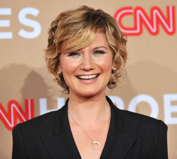 Jennifer Nettles short wavy hair