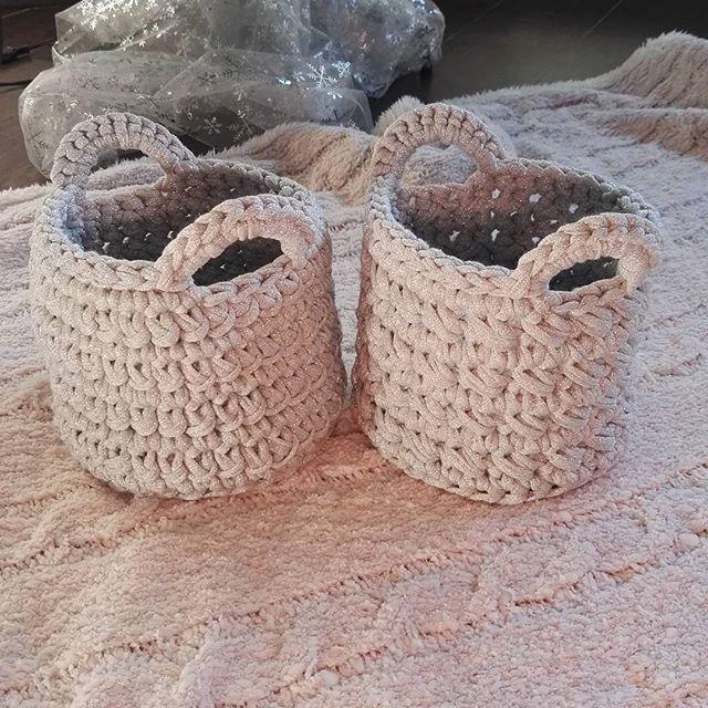 📷 Cestas que hoy serán regalo... 🎁🎄Raquel @ragarcimi las entrega en su destino 🎅👏👏👏 Gracias guapa, les van a encantar 😍😘 . Feliz Navidad! 🎄🎁🎅👑❄⛄📷 . #my_lady_trapillo #trapillo #trapilloxxl #cestotrapillo #totora #unicetto #punto #knit #kniting #iloveknitting #ganchillo #tejer #hogar #complementos #girls #deco #cestastrapillo #cosasbonitas #handmade #tshirtyarn #trapillocreativo #crochet #crocheters #instacrochet #crocheting #crochetlove #natureinspired #crochetaddict…