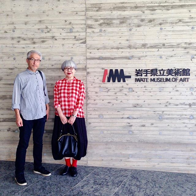 #couple #over60 #fashion #coordinate #outfit #ootd #instafashion #instaoutfit #instagramjapan #whitehair #silverhair #greyhair #夫婦 #60代 #ファッション #コーディネート #グレイヘア #白髪 #共白髪