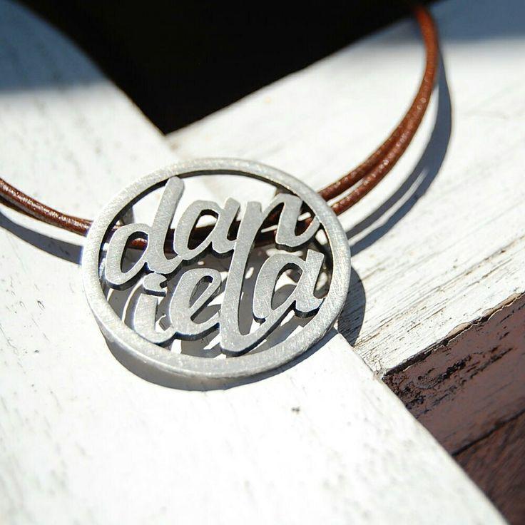 DANIELA. Penjoll. Colgante. Pendant. Pequeñas joyas, grandes detalles. Small jewels, great gifts. www.argentumwords.com